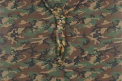 """""""Mimetismo"""", 1994  Cristo de yeso pintado camuflado sobre tela camuflada  200 x 135 cm  Colección Museo Nacional de Bellas Artes"""