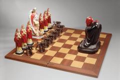 """Sin título, de la serie """"Ideas para Infiernos"""", 2008  Tablero y figuras de ajedrez, mecheros de metal en miniatura  21,5 x 50,2 x 50,2 cm  Colección Familia Ferrari"""